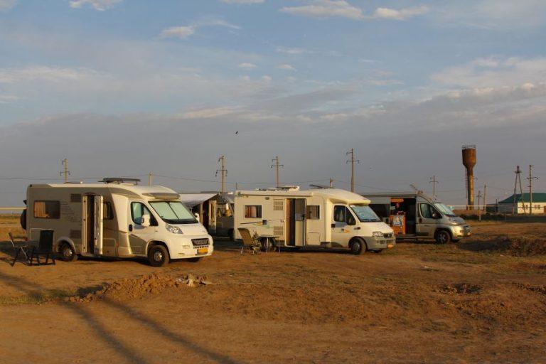 Kazachstan Zympithy camperen op een pleintje